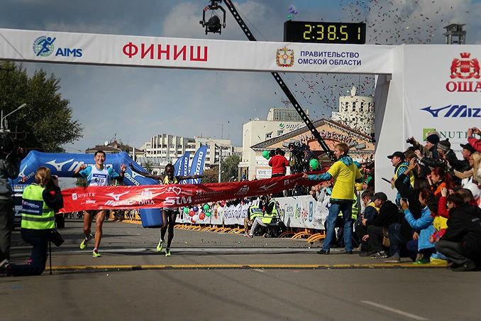 Из-за марафона в Омске перекроят автобусные маршруты