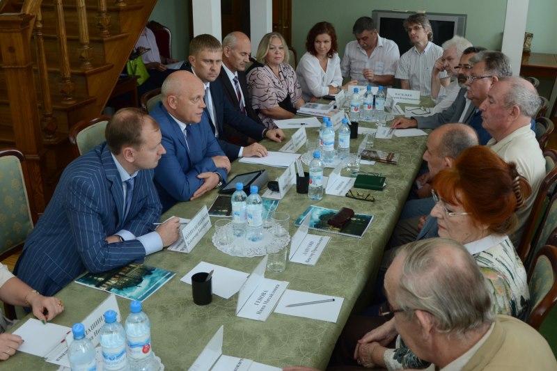 Назаров предложил директорам омских театров сходить в школу
