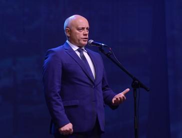 Омский губернатор мало думает о будущем