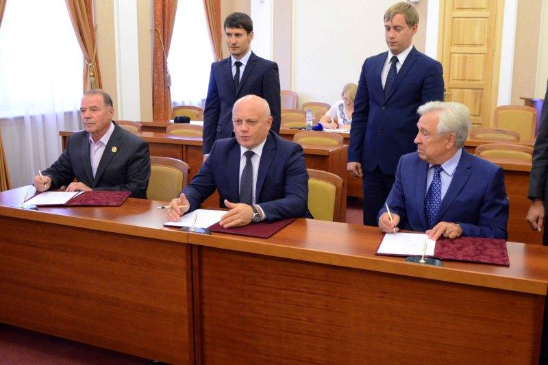 За месяц до выборов в горсовет Назаров «задружился» с ветеранами