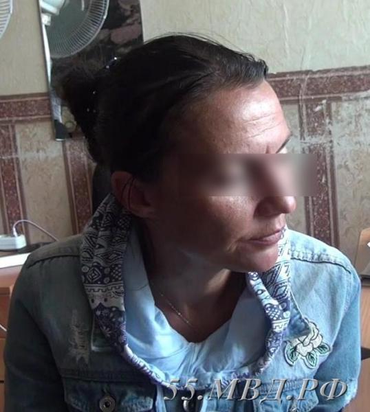 Опубликовано фото женщины, которая «снимает» порчу с доверчивых омичей