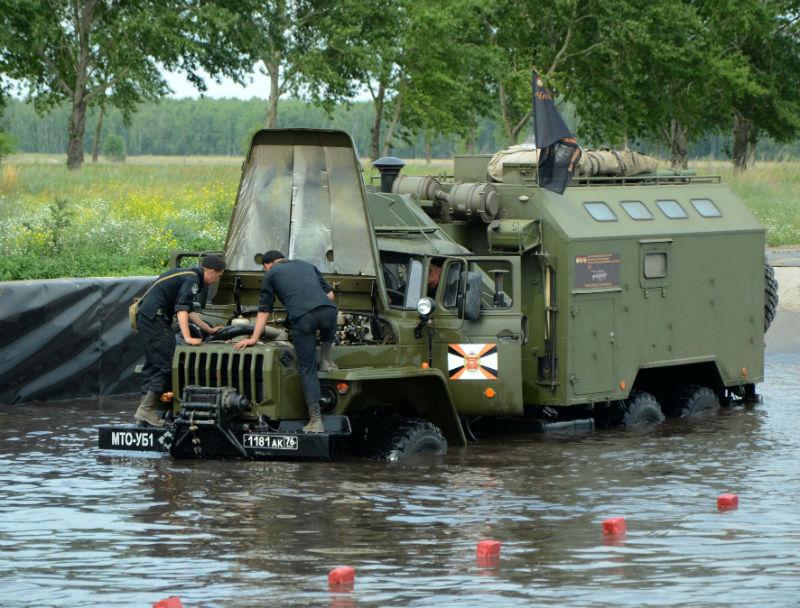 Омичей зовут на «разборки», которые в День города устроят военные