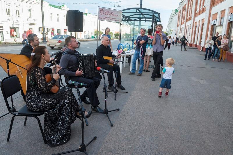 После уличного концерта на Любинском омские музыканты намерены покорить Китай