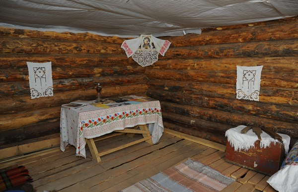В омских Нефтяниках воссоздают историческую казачью усадьбу