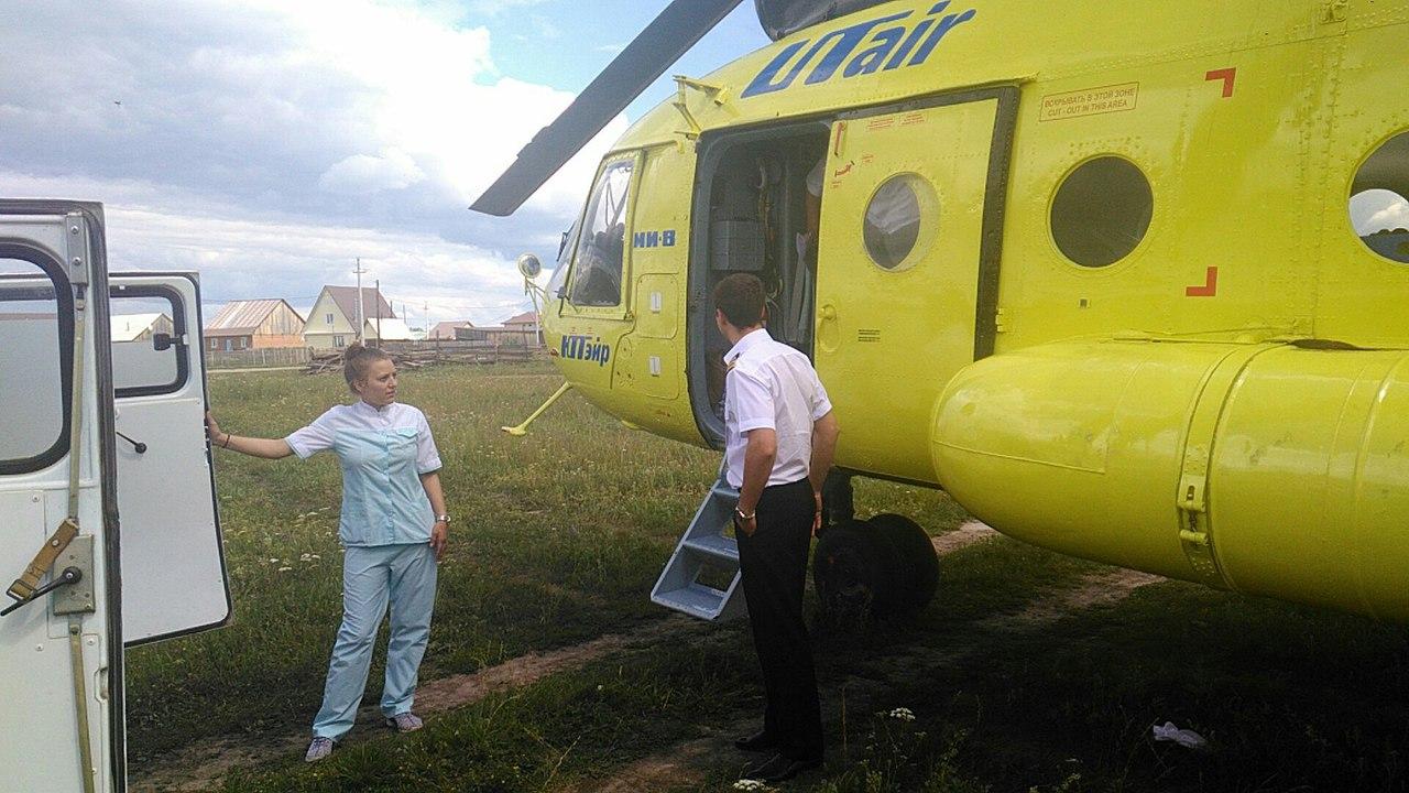 В Омской области вертолет санавиации приземлился на школьный стадион