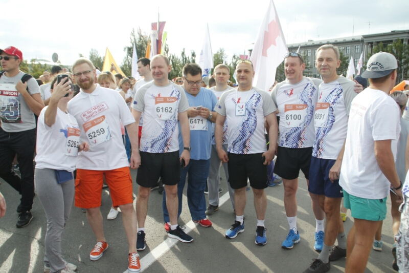 Компанейщиков, Сумароков и Артемов пробежали 3 км на марафоне в Омске