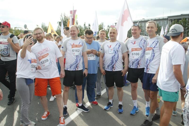 Компанейщиков, Сумароков и Артемов пробежали 3 километра на XXVIII SIM