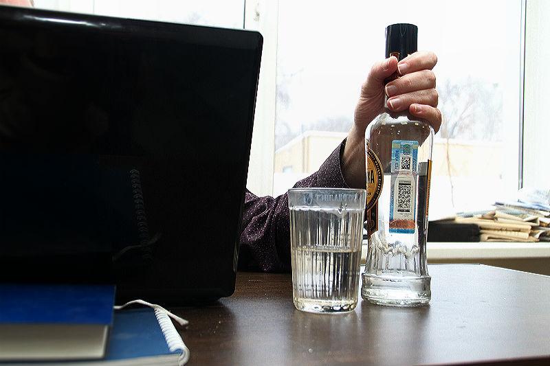 Омичи снимают стресс от работы алкоголем и таблетками
