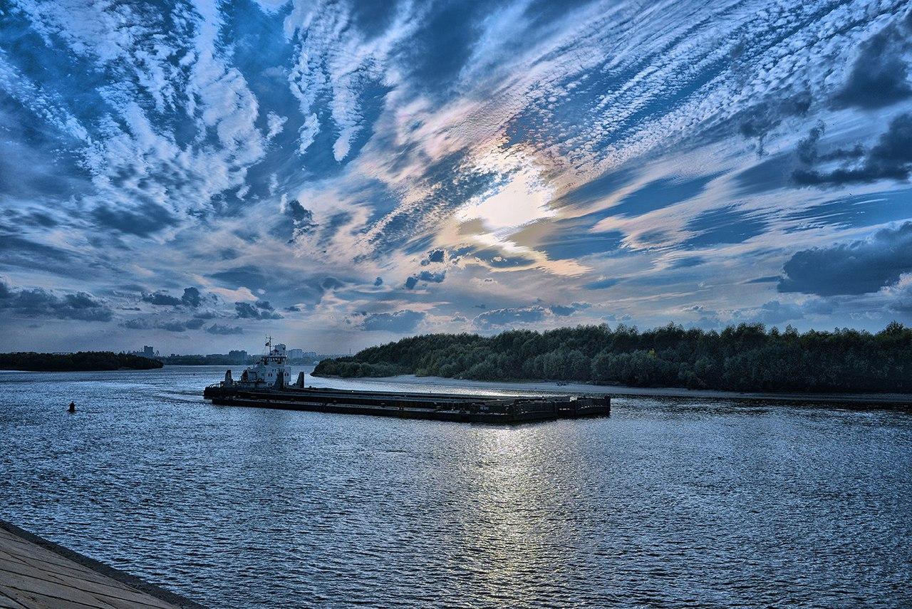 Омич сфотографировал волшебное небо над Иртышем