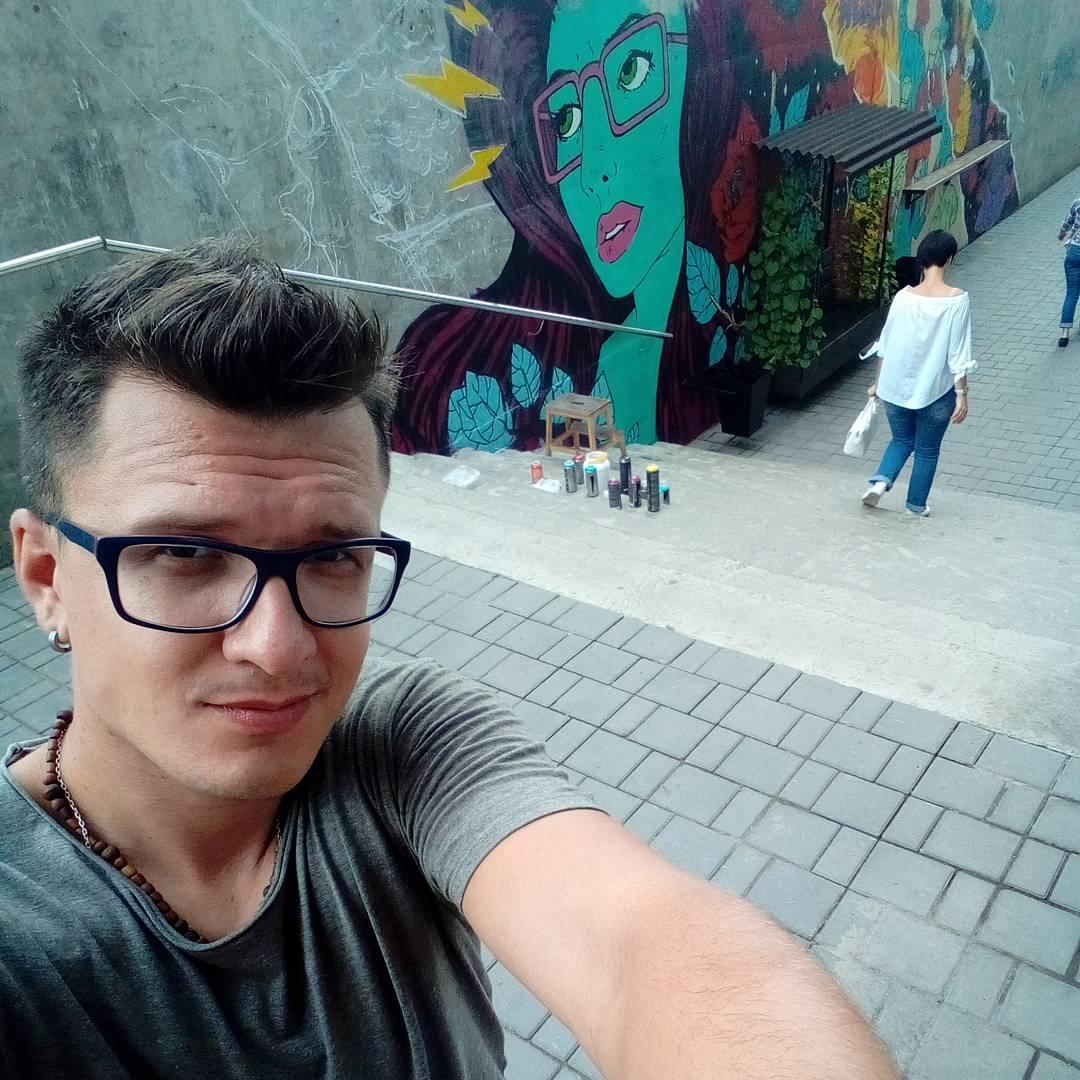 В Омске на Гагарина появилось масштабное граффити