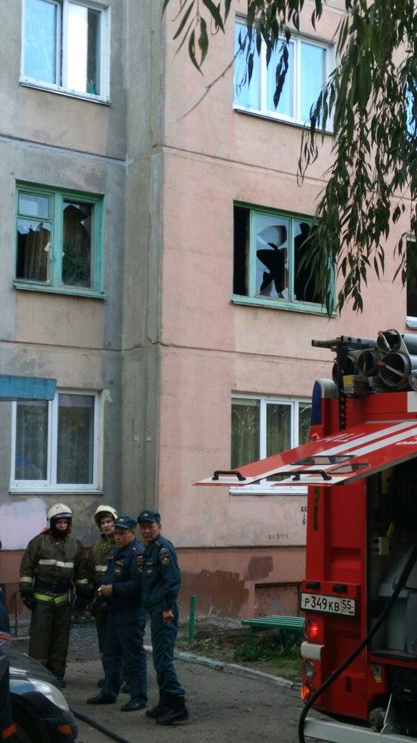 Омич поймал 7-летнюю девочку, выпрыгнувшую из окна при пожаре