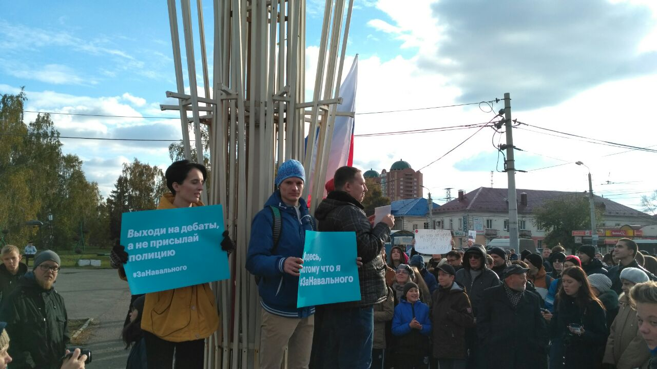 «Отвалите от Навального»: более 400 оппозиционных омичей собрались на «гуляние» в гайд-парке
