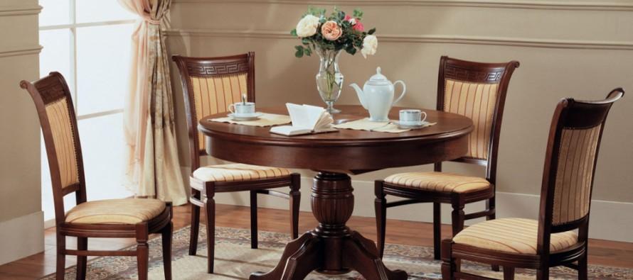 Деревянные стулья в ассортименте
