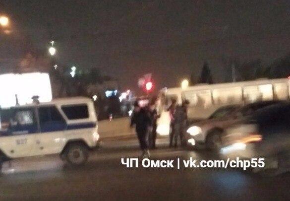В Омске на Ленина полицейская машина столкнулась с Mitsubishi Lancer