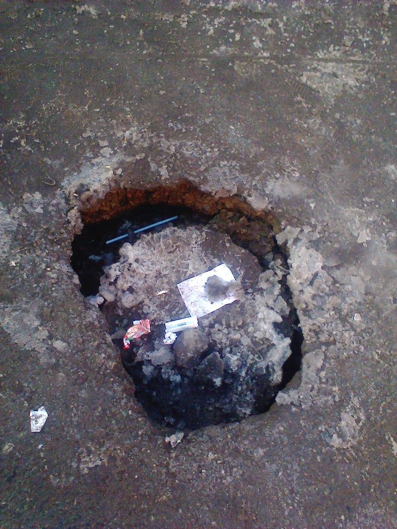 Омскому метро быть: пользователи соцсетей обсуждают яму на углу Химиков и Мира
