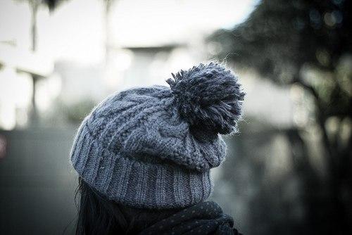Омич вывел закономерность: самые добрые и общительные люди носят шапки с помпонами