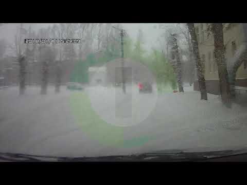 Падение роженицы из окна роддома в Омске попало на видео