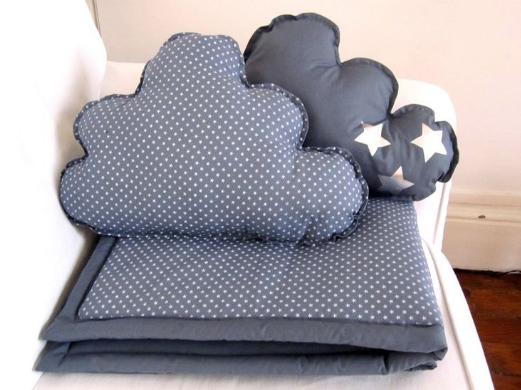 Необычная подушка – отличный подарок взрослому и ребенку