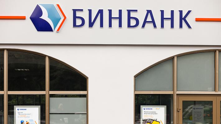 Микаил Шишханов помогает своему бывшему банку