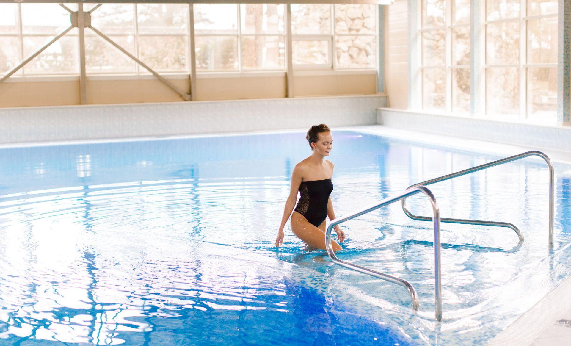Заказать строительство бассейна в частном секторе Одессы: vashbas.com
